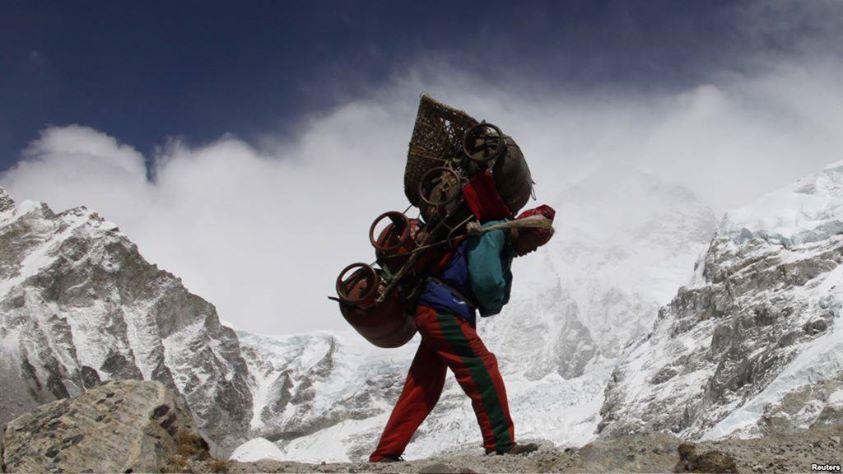 Il passo dello sherpa. Appello di Doc(k)s agli spazi sociali